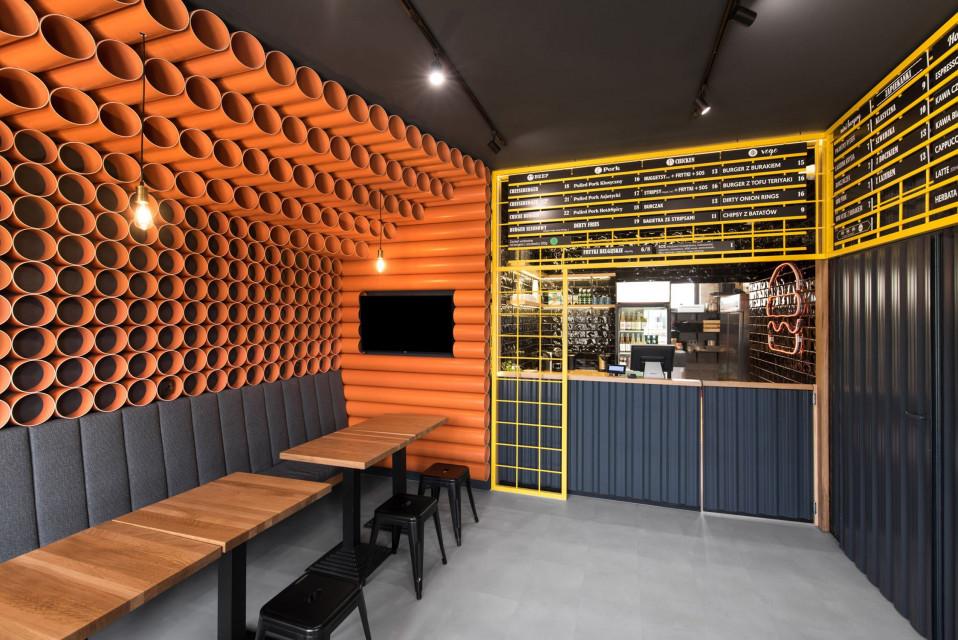 Burgerownia, która zaskakuje designem. To projekt Mode:lina