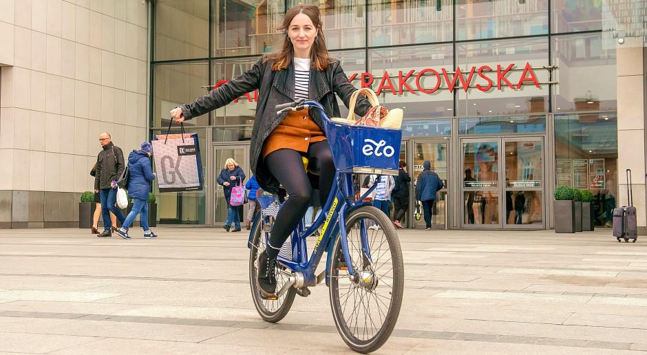 Krakowianie chcą być bardziej eko. Rowery miejskie Wavelo przed Galerią Krakowską