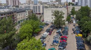 Park czy parking, a może mieszkania i biura? Co powstanie przy Piotrkowskiej 202/210 w Łodzi?