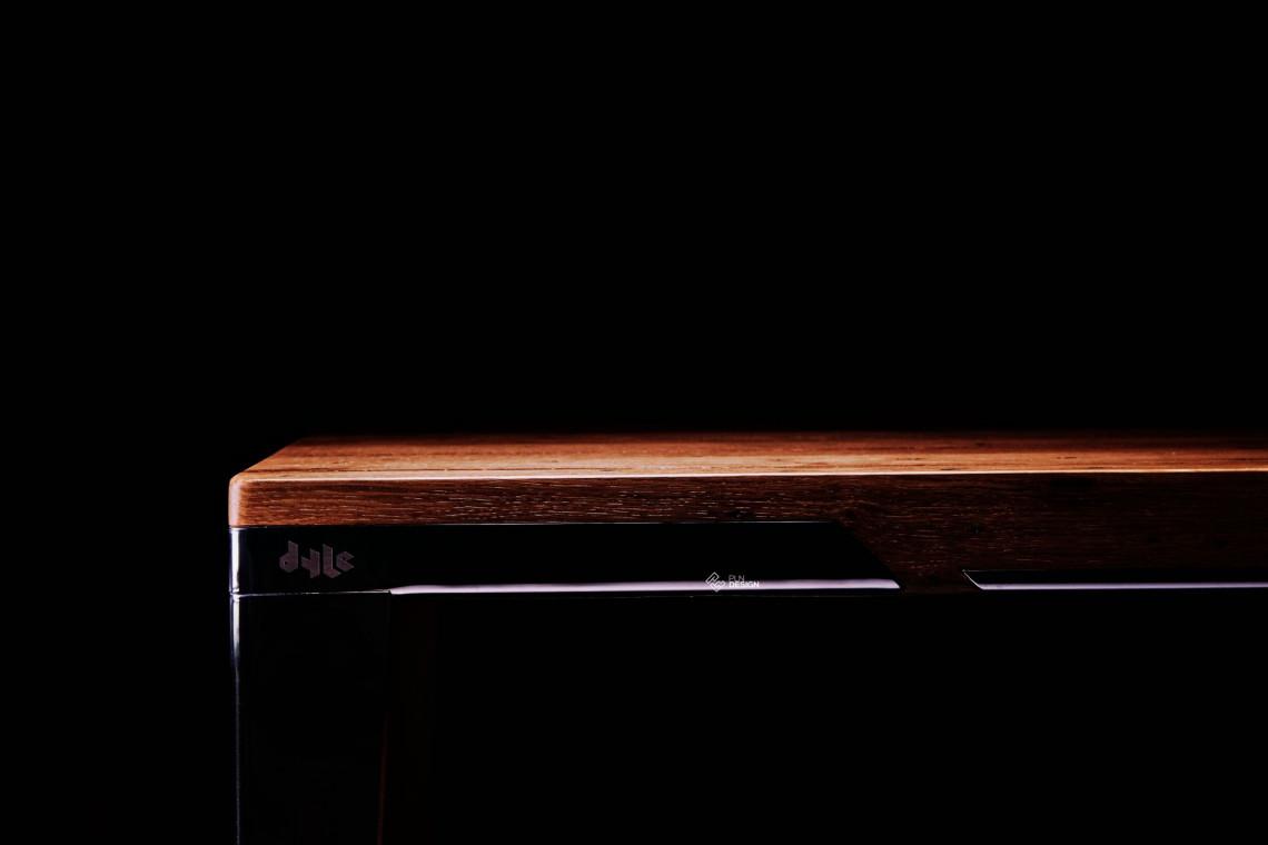 Polscy specjaliści od stołów. Umiejętnie łączą drewno z metalem