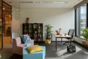 Przestrzeń coworkingowa według Capital Park. Zaglądamy do wnętrz autorskiego konceptu Bee Creative