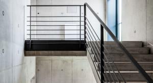 Beton architektoniczny we współczesnym budownictwie. Konstrukcja schodów z betonu architektonicznego