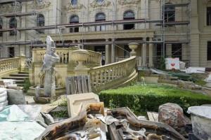 Łódzki Luwr pięknieje w oczach. Trwają prace przy rewitalizacji pałacu i ogrodu Izraela Poznańskiego