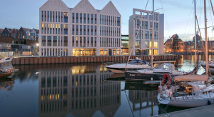 Interpretacja starego spichlerza na nowo. Holiday Inn Gdańsk szkicu RKW Architektur + to architektoniczny highlight Wyspy Spichrzów
