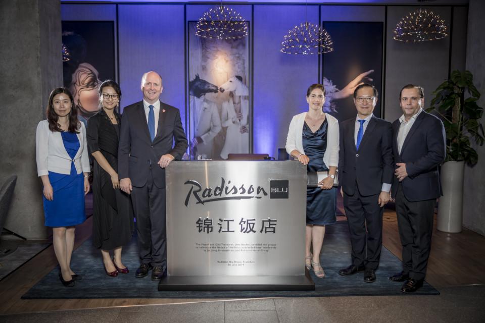 Pierwszy hotel pod wspólną marką Jin Jiang International i Radisson Hotel Group