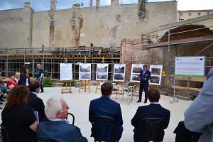 Dziedziniec muzeum przypomina jeszcze labirynt z ceglanych murów. Tak remontują zabytkowe muzeum w Łodzi