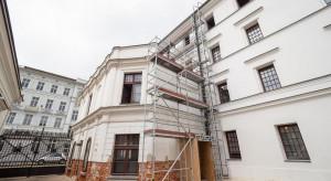 Renowacja Białej Fabryki w Łodzi. Modernizacja fasady rozpoczęta