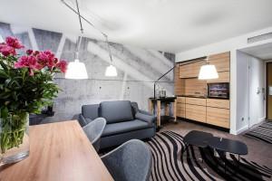 Novotel Kraków City West odświeżył wnętrza. To projekt oparty na modułowym stylu życia