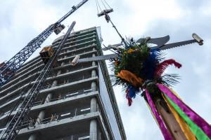 Najwyższy budynek biurowy Browarów Warszawskich osiągnął docelową wysokość