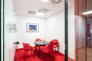 Oto najnowsze biuro Amic Energy w Warszawie. Tu rządzi kolor i monochromatyzm