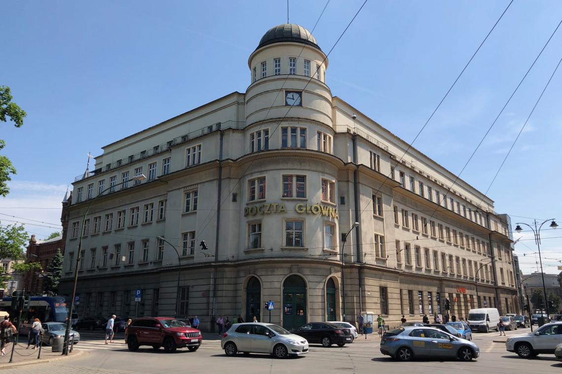 Historyczny budynek Poczty Głównej w Krakowie przejdzie rewitalizację. Za projekt odpowiada architekt Marek Dunikowski
