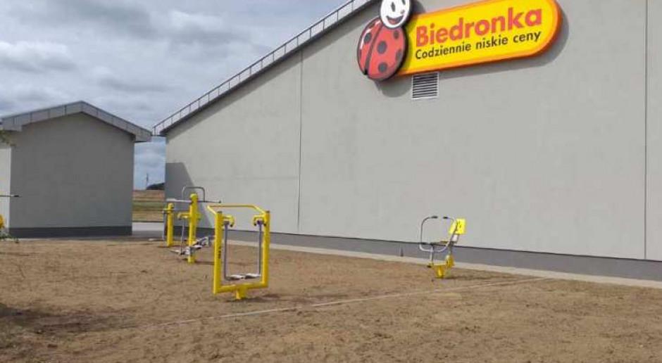 Naszpikowana ekologicznymi rozwiązaniami Biedronka w Rewalu otwiera... plenerową siłownię