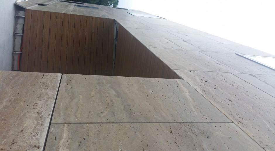 Niczym puzzle 3D. Ta kamienna fasada robi wrażenie!