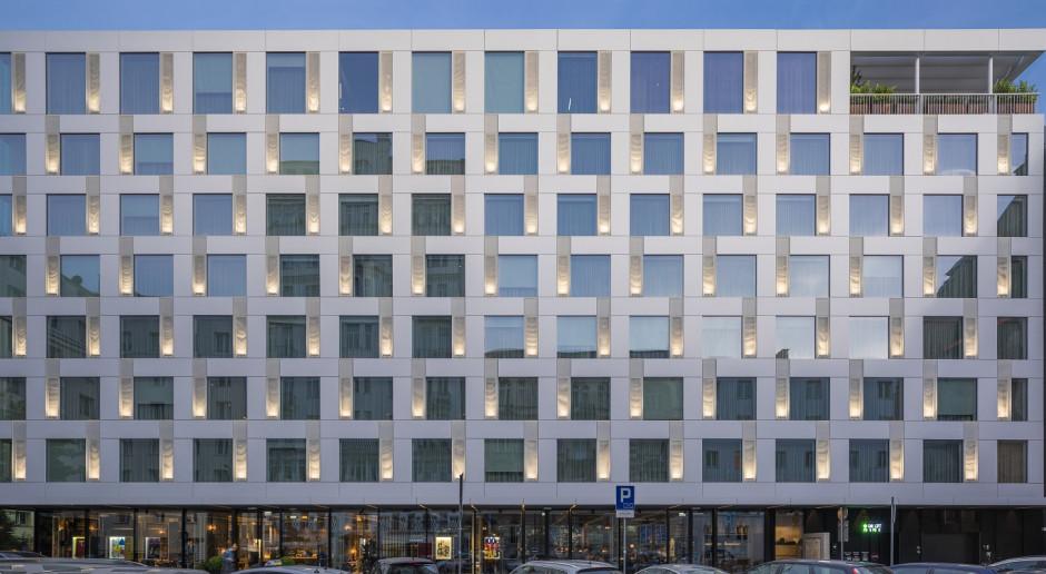 Ścisłe centrum Warszawy, JEMS Architekci, zabytkowe otoczenie i moc artystycznych nazwisk. Sieć Puro otwiera nowy obiekt