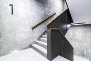 Trudna działka, nieszablonowa bryła. Architektura Villa Metro Business House warta docenienia