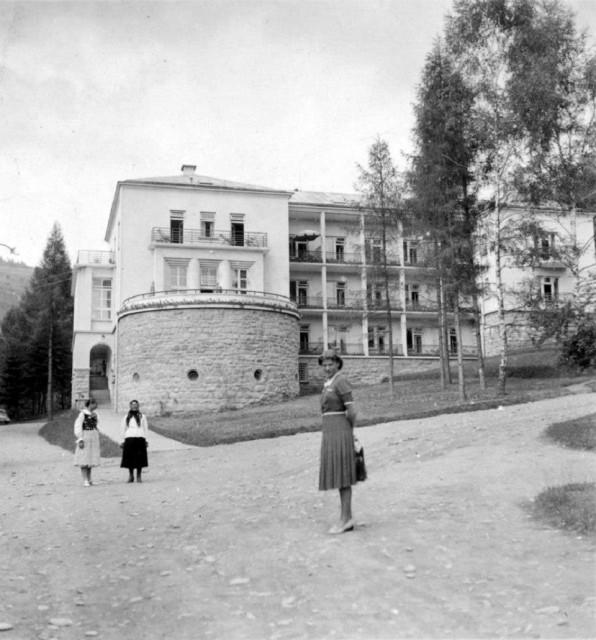 Willa pod Modrzewiami - hotelowy świadek historii w sercu Pienin