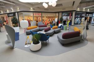 CH Auchan Kołbaskowo odnowiło wnętrza i stworzyło strefę coworkingową