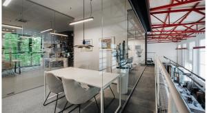 A gdyby tak zaprojektować biuro... na atresoli? Oto kameralna siedziba wrocławskiego dewelopera szkicu hanczarstudio
