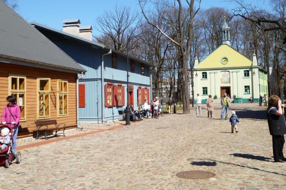"""""""Łódzkie mikrohistorie. Ludzkie mikrohistorie"""". Wystawa w Skansenie Łódzkiej Architektury Drewnianej"""