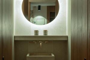 Ten hotel na Majorce to połączenie miejskiej oazy ze szczyptą ekstrawagancji