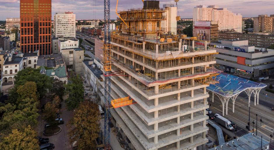 Najwyższy łódzki biurowiec na półmetku, wieża ma już dziesieć pięter
