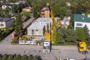 W Łodzi już stoi pierwszy modułowy żłobek