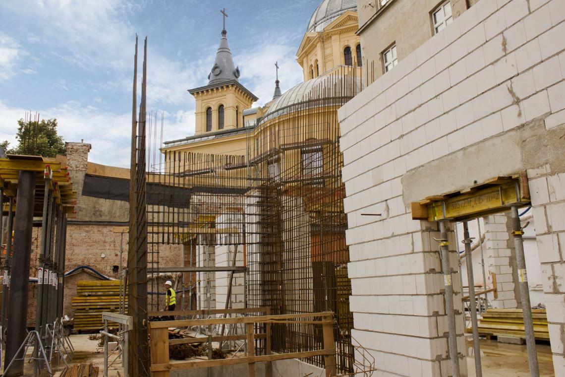 Trwają prace na dziedzińcu Muzeum Archeologicznego i Etnograficznego w Łodzi
