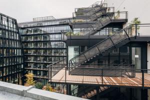 Kompleks biurowy w Paryżu doceniony! Łączy rewitalizowany i nowy budynek w zanurzoną w zieleni spójną formę