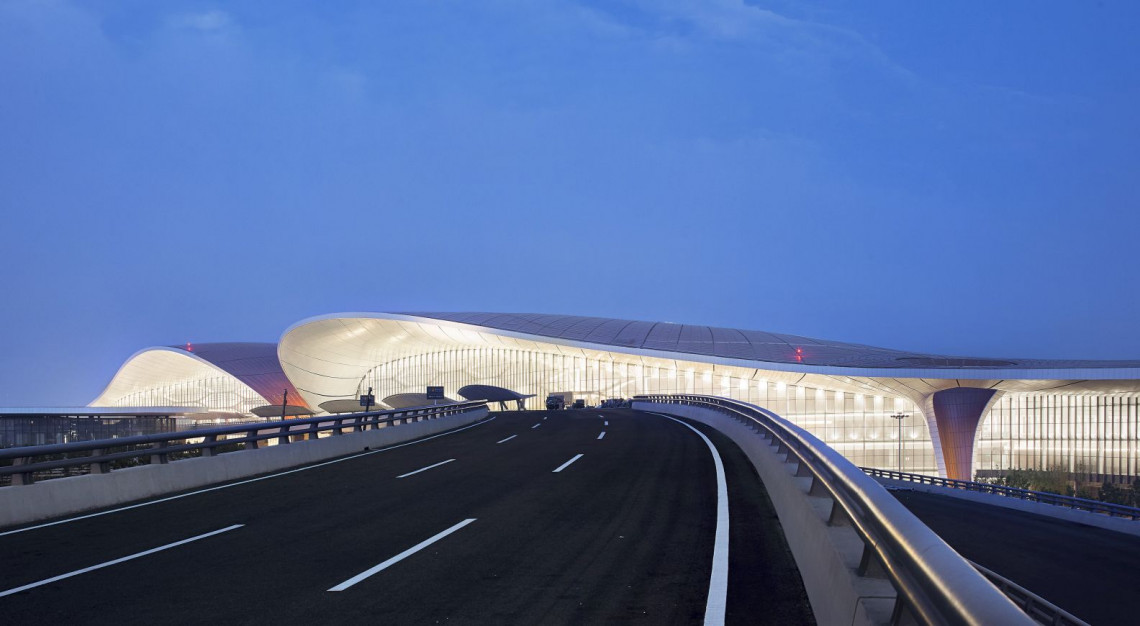 Tak wygląda jedno z najdroższych i największych lotnisk na świecie. To projekt Zaha Hadid Architectes