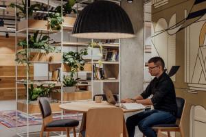 Biuro, w którym pierwsze skrzypce gra gościnność i przestrzeń dla osobowości. Oto wspólny projekt MIXD i intive