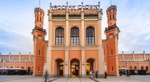 Piękny i bestia na dworcu Wrocław Główny