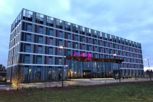 Hotel Moxy Poznań Airport już otwarty. Zaglądamy do środka!