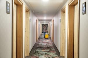 Wnętrza zainspirowane Aleją Róż: tak wygląda krakowska odsłona hotelu marki Ibis Styles