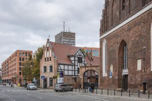 Kompleks biurowo-mieszkalny od JEMS Architekci w centrum Starego Miasta w Gdańsku