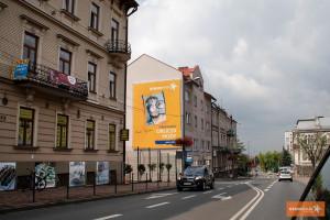 """Artyści, muzycy, społecznicy... """"twarze Tarnowa"""" na billboardach w całym mieście"""