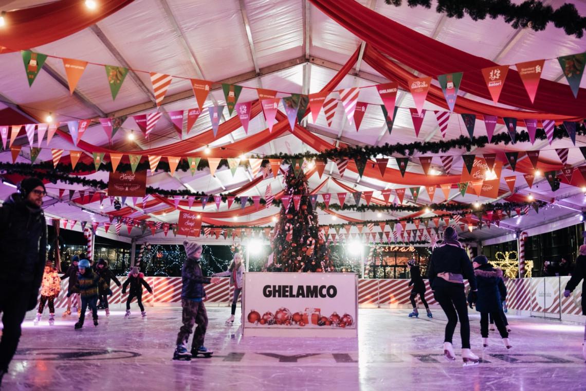 Lodowisko na placu Europejskim w Warszawie. Otwarte od 13 grudnia