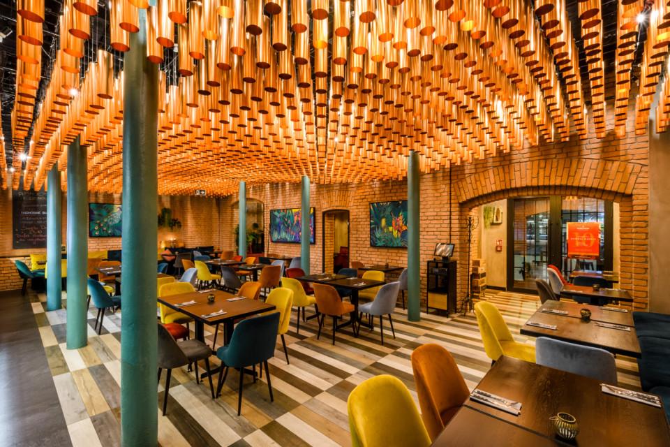 Top 10 gastro z charakterem: restauracje, bary i kawiarnie, których wnętrza robią wrażenie