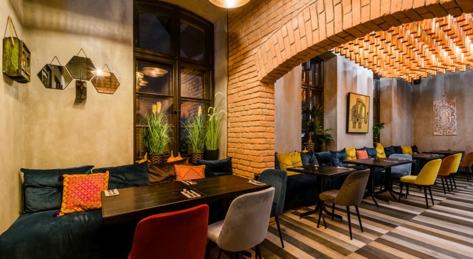 Kawałek Indii na warszawskiej Pradze. Zainspirowane orientem wnętrza restauracji w Centrum Praskim Koneser