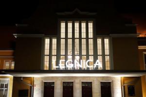 Dworzec w Legnicy ponownie z neonem