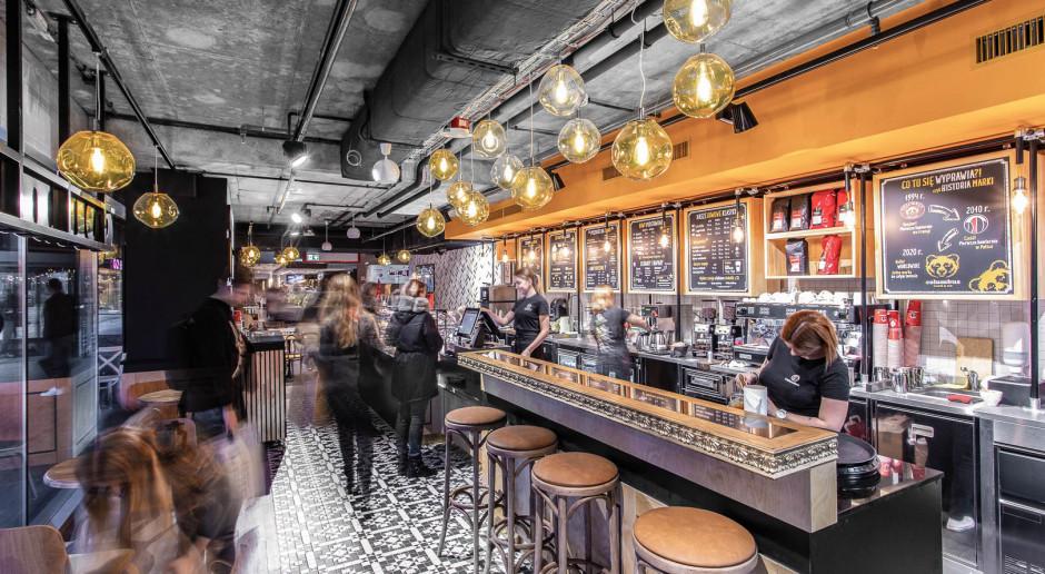 Klimat paryskich kafejek połączony z nowoczesnym designem. Zobacz nową kawiarnię Columbus Coffee