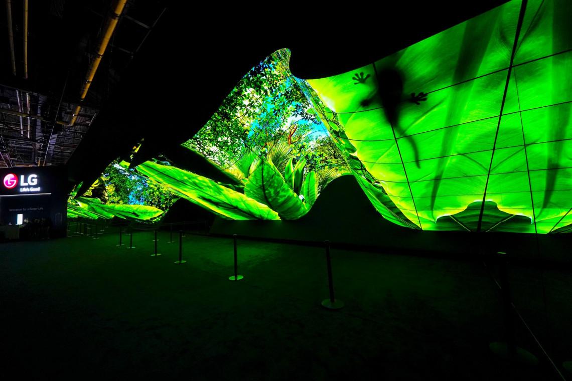 Instalacje z elastycznych ekranów LG na targach CES 2020
