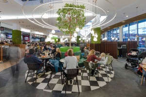 Strefa restauracyjna Portu Łódź w nowej odsłonie. Jest klimatycznie i ekologicznie
