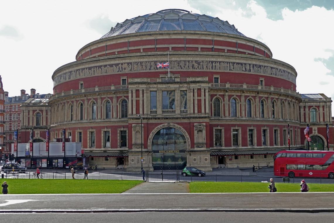Ferry w Royal Albert Hall: takiemu budynkowi należy się dobry występ