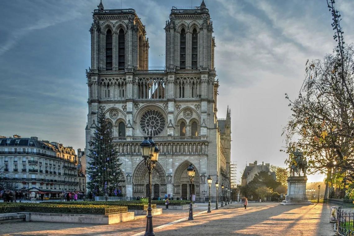 Notre Dame w Paryżu. Dziedziniec może zostać otwarty już w marcu