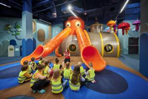 Port Łódź z nowoczesną salą zabaw dla dzieci