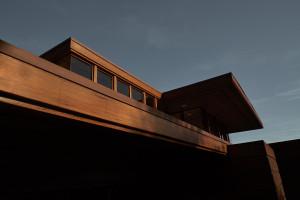 Inspiracje kalifornijskim modernizmem w kampanii sfilmowanej przez Fabiena Barona