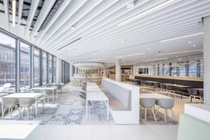Minimalistyczna i elegancka siedziba L'Oreal w Niemczech