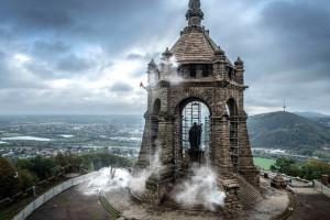 Monumentalny zabytkowy pomnik jak nowy