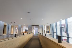 Monolityczny sufit akustyczny, czyli alternatywa dla klasycznych sufitów modułowych