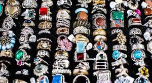 Buduarowe otoczenie i biżuteria najbardziej reprezentatywna dla Łodzi wielkoprzemysłowej